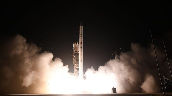 Þessum ísraelska gervihnetti Ofek-16 var skotið út í geim frá Ísrael 6. Júlí, 2020. Den israelske satellitten Ofek-16 ble skutt opp i verdensrommet fra Israel 6. juli 2020. (Ljósmynd: Varnamálaráðuneytið í Ísrael)