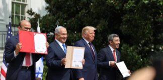 Benjamin Netanyahu, forsætisráðherra Ísraels, Donald Trump, Bandaríkjaforseti og Abdullah bin Zayed, utanríkisráðherra Sameinuðu arabísku furstadæmanna,